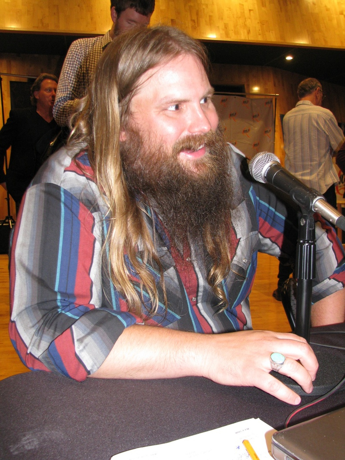 chris stapleton invites 8 year old on stage to sing tennessee whiskey win 98 5. Black Bedroom Furniture Sets. Home Design Ideas