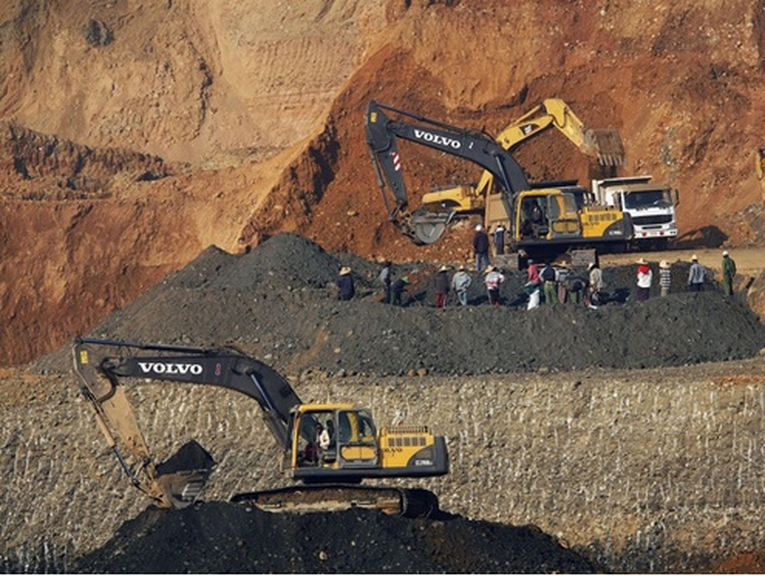 mining industry ethical issues Mining industry stuck in these apprehensions and it is important to recognise these as issues to be included in formal ethics documents to ensure.