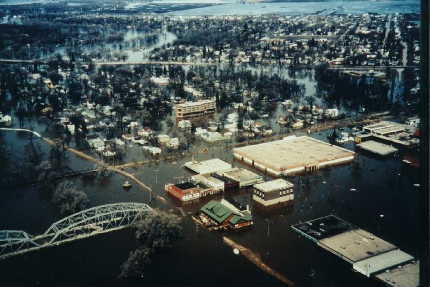red river flood of 1997 High quality content by wikipedia articles the red river flood of 1997 was a major flood that occurred in april and may 1997, along the red river of the north in north dakota, minnesota, and southern manitoba.