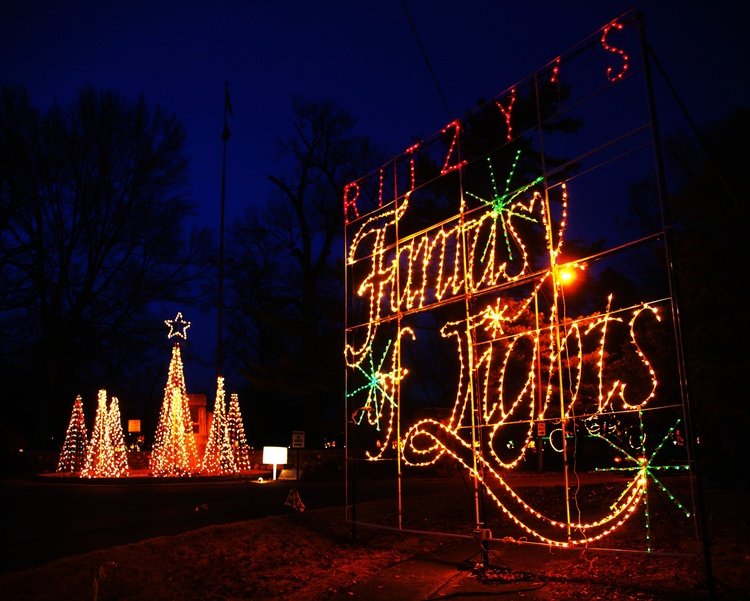 Setup begins for Ritzy\'s Fantasy of Lights | News | 104.1 WIKY