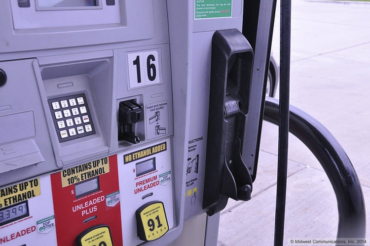 Gas prices fall 2.7 cents per gallon in the past week