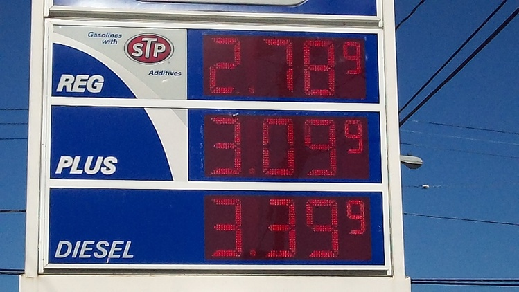 Gas prices fall a penny in Rhode Island, to $2.57 per gallon