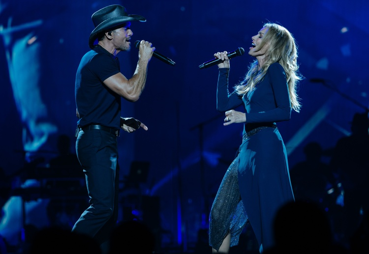 Country sweethearts McGraw and Hill swing tour back to Twin Cities