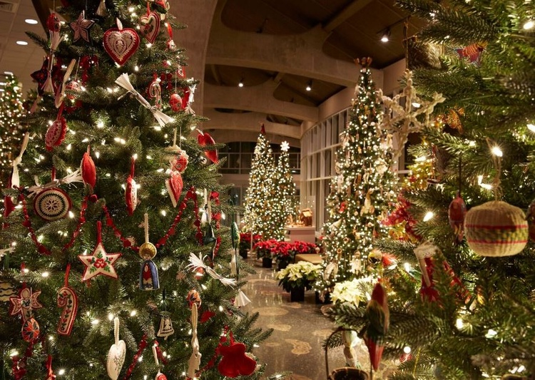 christmas and holiday traditions around the world exhibition at meijer gardens courtesy of meijer gardens - Holidays Around Christmas