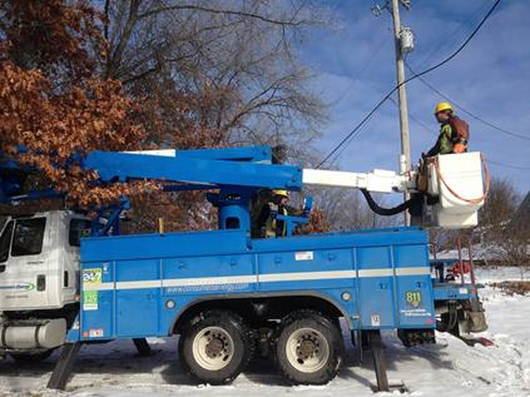 Thousands in Upper Peninsula remain without power