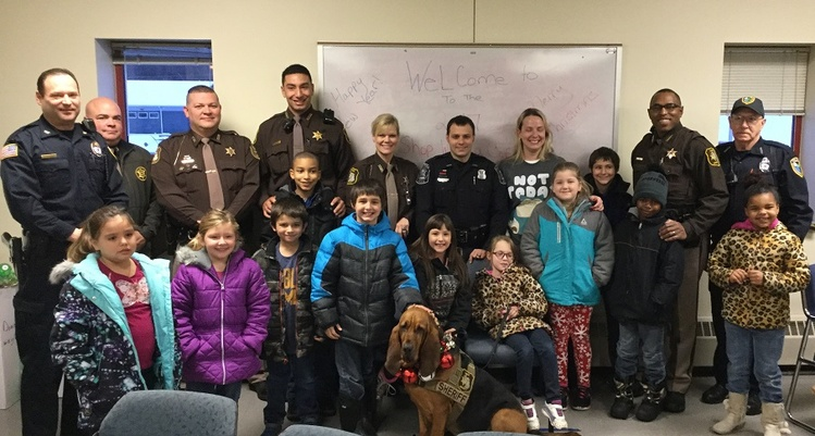 'Shop with a Cop' gives Wahkiakum kids their Christmas wishes