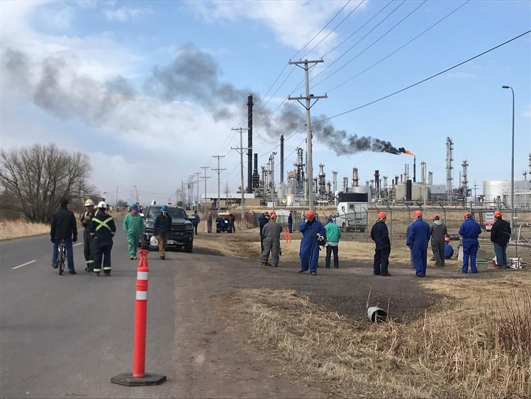 At least 20 injured in oil refinery explosion in Wisconsin