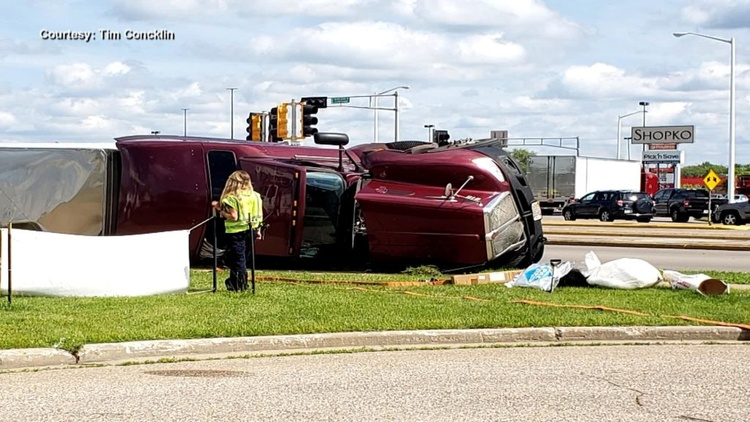 Truck overturns on Riverview Expressway